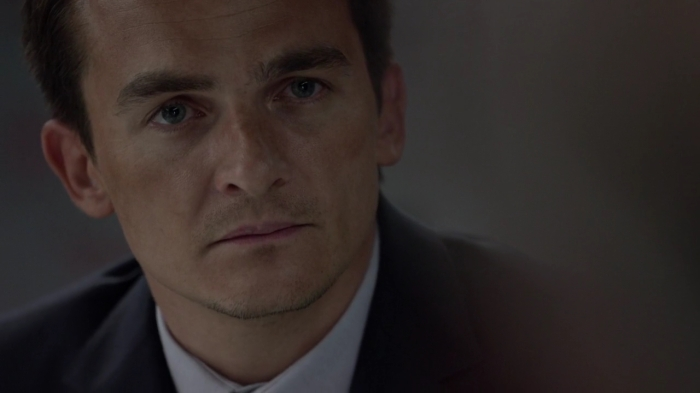 Click to access at the screencaps from the season 5 of Homeland